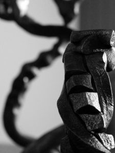 www.masseur-metal.fr - Masseur de Metal - Geoffroy Weibel forgeron, forge metallerie contemporaine Strasbourg - crèche - txt alternatif
