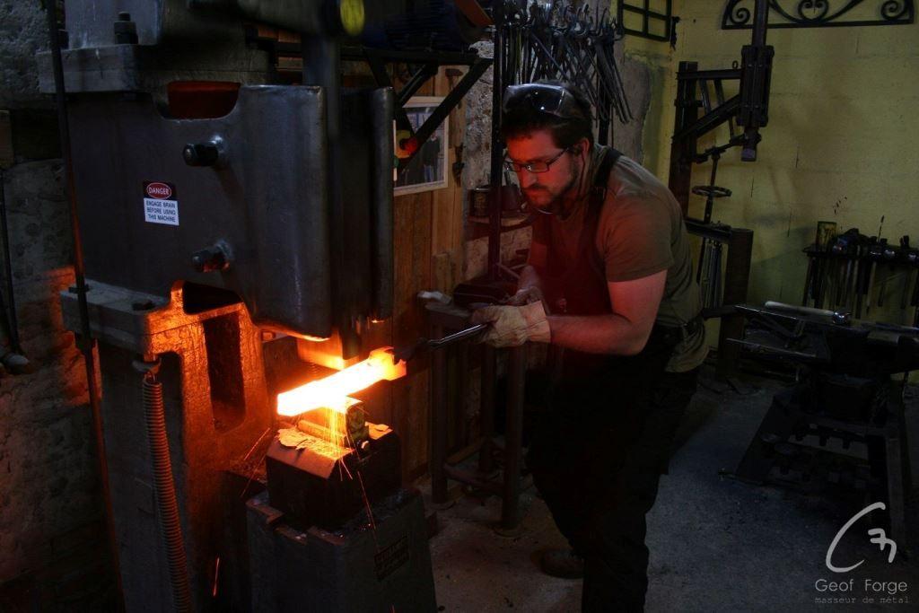 www.masseur-metal.fr - Geoffroy Weibel forgeron d'art, forge et metallerie contemporaine Strasbourg - stage outils (11)