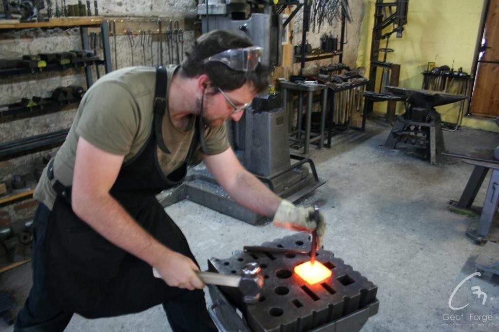 www.masseur-metal.fr - Geoffroy Weibel forgeron d'art, forge et metallerie contemporaine Strasbourg - stage outils (3)